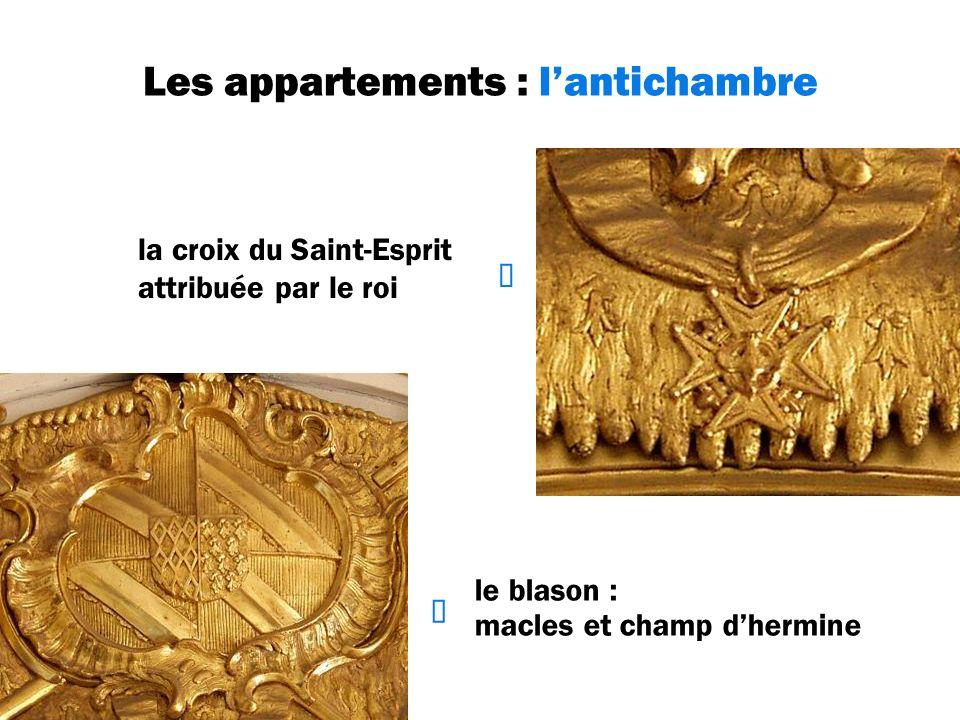 Les appartements : lantichambre le blason : macles et champ dhermine la croix du Saint-Esprit attribuée par le roi