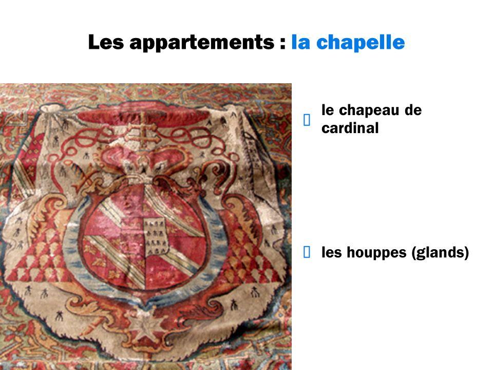 Les appartements : la chapelle le chapeau de cardinal les houppes (glands)