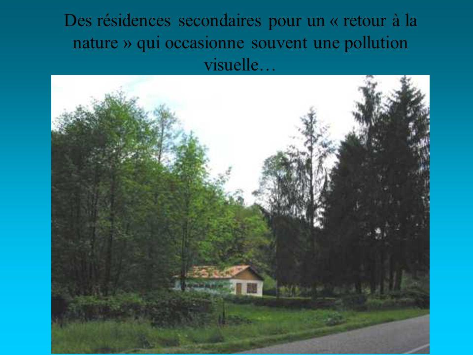 Des résidences secondaires pour un « retour à la nature » qui occasionne souvent une pollution visuelle…