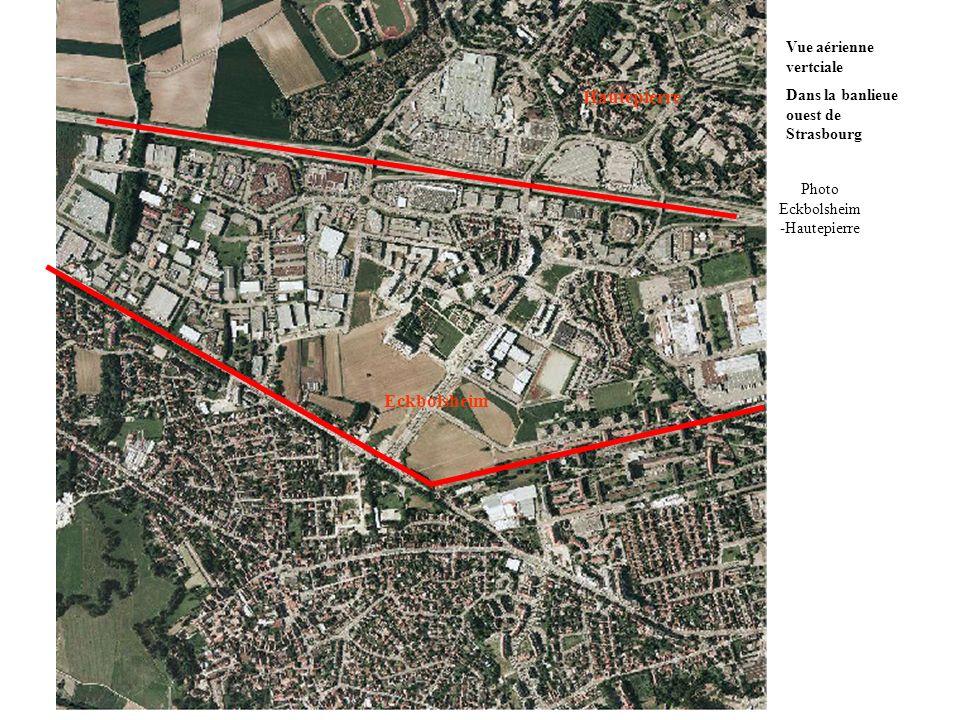 Eckbolsheim Hautepierre Vue aérienne vertciale Dans la banlieue ouest de Strasbourg Photo Eckbolsheim -Hautepierre