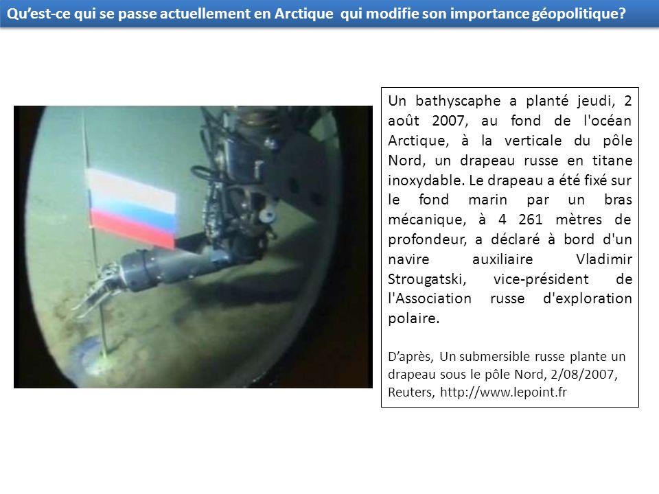 Un bathyscaphe a planté jeudi, 2 août 2007, au fond de l océan Arctique, à la verticale du pôle Nord, un drapeau russe en titane inoxydable.