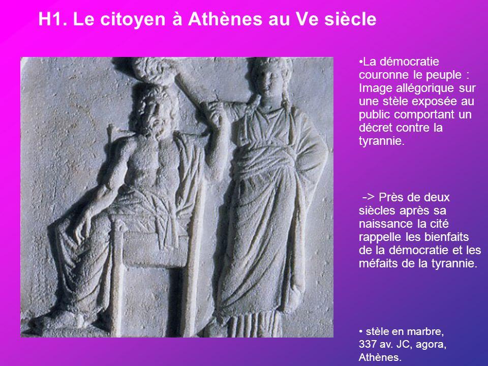 H1. Le citoyen à Athènes au Ve siècle stèle en marbre, 337 av. JC, agora, Athènes. La démocratie couronne le peuple : Image allégorique sur une stèle