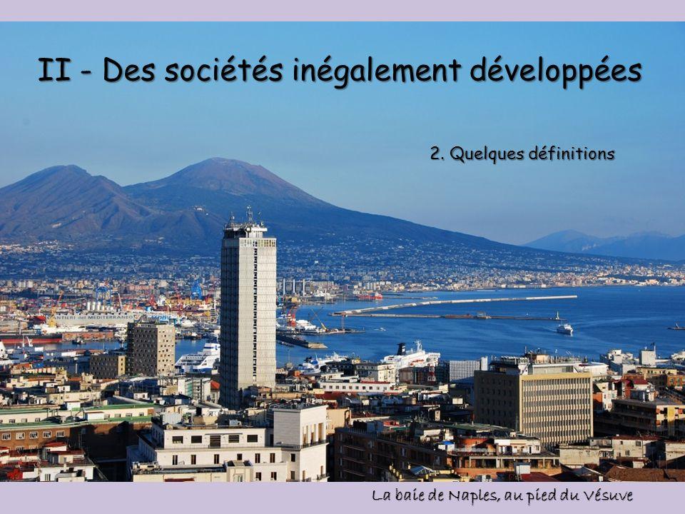 II - Des sociétés inégalement développées La baie de Naples, au pied du Vésuve 2. Quelques définitions