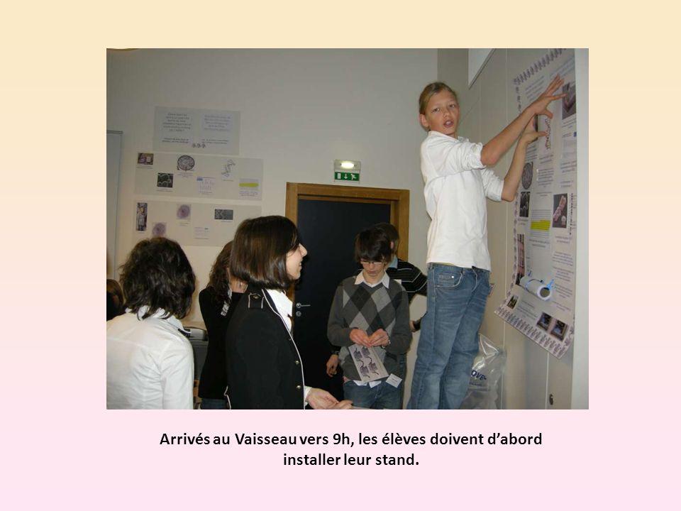 Arrivés au Vaisseau vers 9h, les élèves doivent dabord installer leur stand.