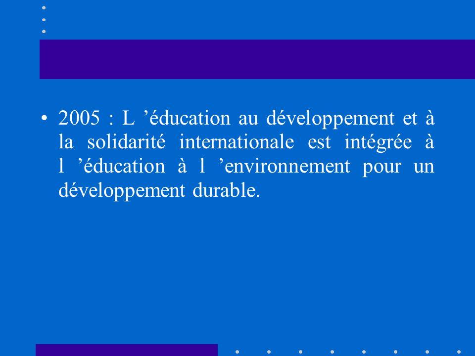 2004 : coexistence de deux textes –Education au développement et à la solidarité internationale –Généralisation d une éducation à l environnement pour un développement durable (EEDD)