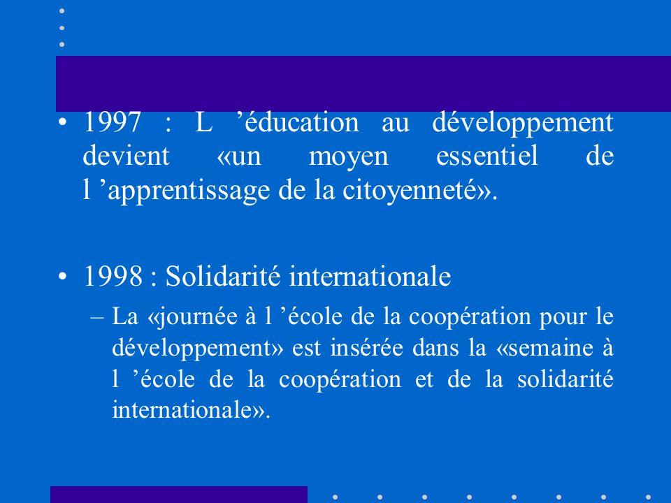 ANNEES 90 1990 : Education au développement «facteur d innovation pédagogique» 1994 : Education au développement durable – Dans les textes, «l éducation au développement se situe dans la continuité des débats engagés lors de la CNUED (Sommet de la Terre du 3 au 14 juin 1992) de Rio de Janeiro»