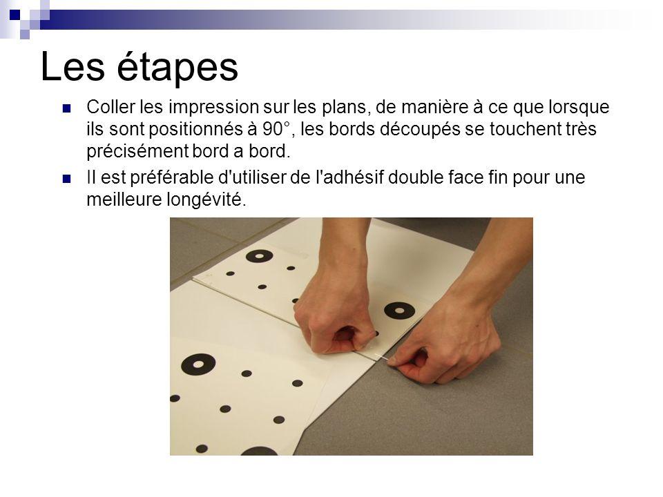 Les étapes Coller les impression sur les plans, de manière à ce que lorsque ils sont positionnés à 90°, les bords découpés se touchent très précisémen