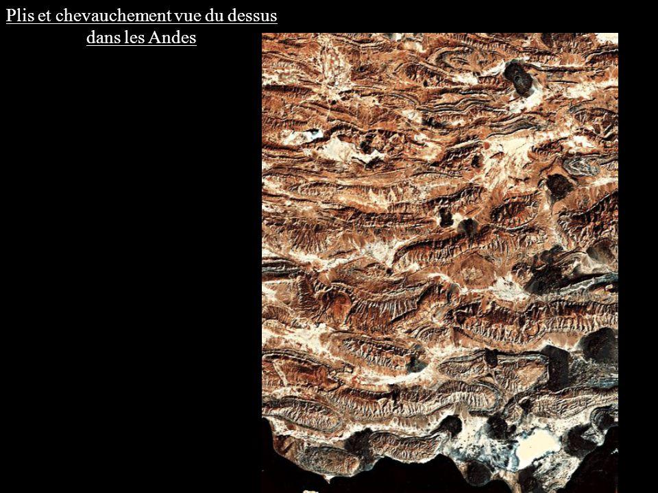 Une activité magmatique importante : Roche plutonique : Granodiorite Texturegrenue Tous les cristaux sont visibles à lœil nu : plagioclase, quartz, amphibole, biotite.
