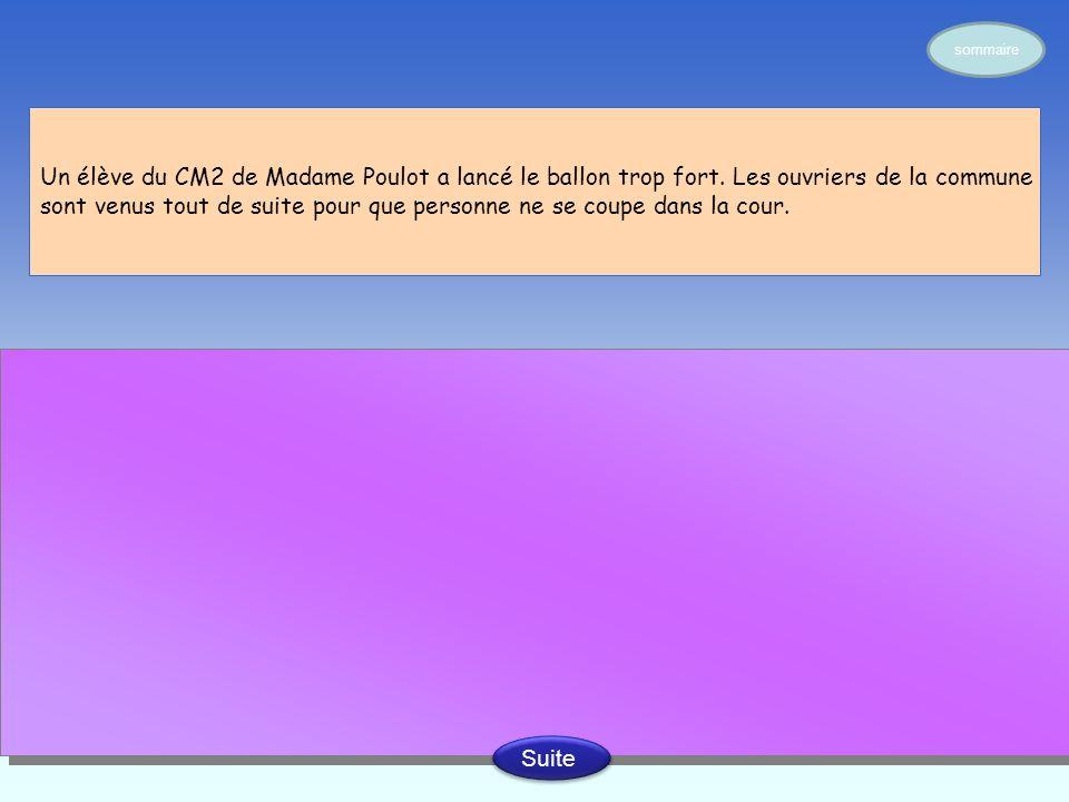 Un élève du CM2 de Madame Poulot a lancé le ballon trop fort.