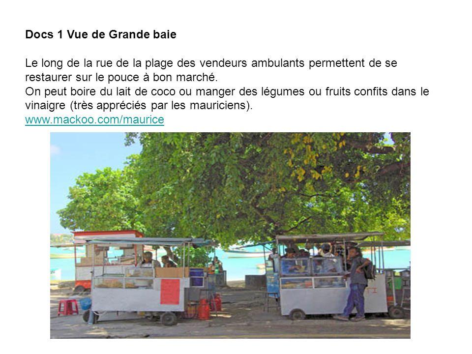Docs 1 Vue de Grande baie Le long de la rue de la plage des vendeurs ambulants permettent de se restaurer sur le pouce à bon marché. On peut boire du
