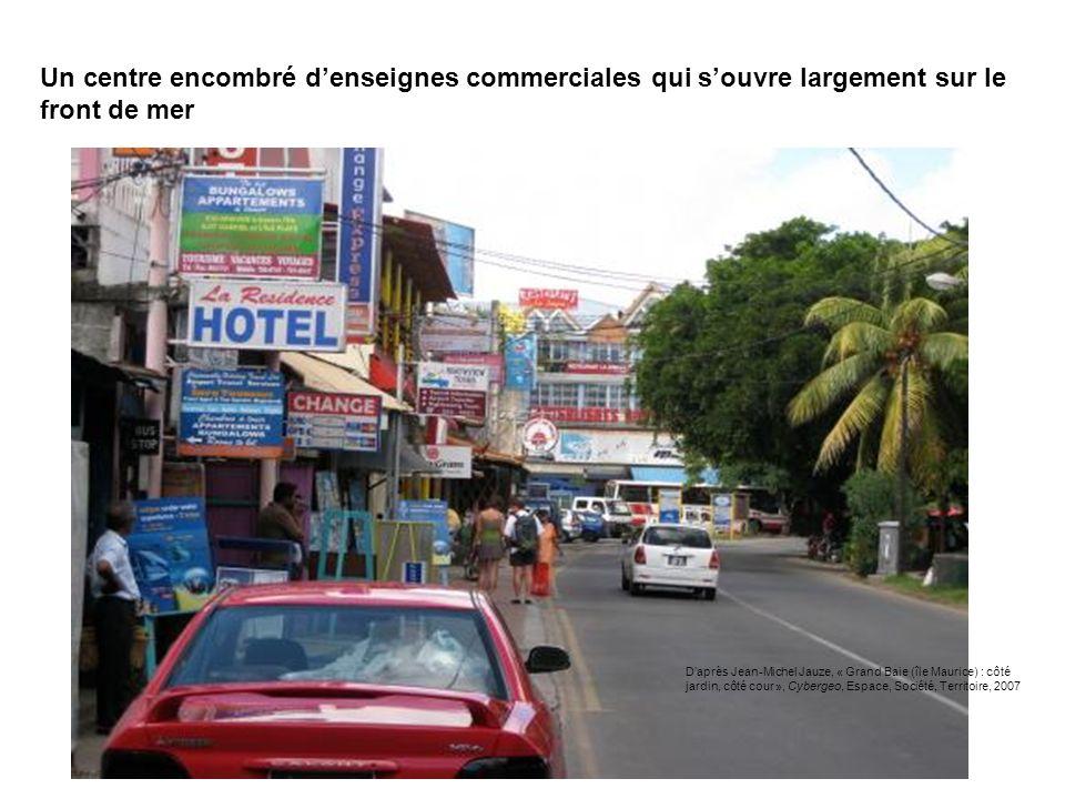 Un centre encombré denseignes commerciales qui souvre largement sur le front de mer Daprès Jean-Michel Jauze, « Grand Baie (île Maurice) : côté jardin