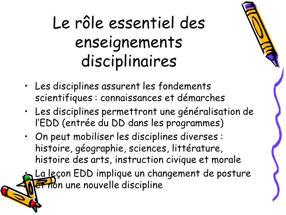 Le rôle essentiel des enseignements disciplinaires Les disciplines assurent les fondements scientifiques : connaissances et démarches Les disciplines