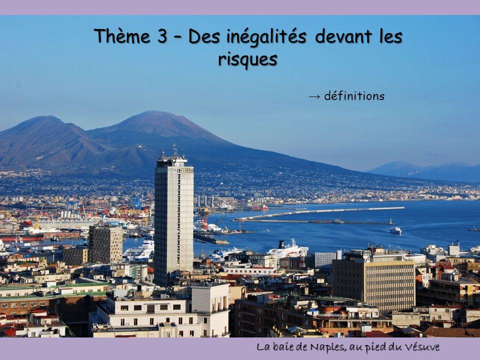 Thème 3 – Des inégalités devant les risques définitions La baie de Naples, au pied du Vésuve