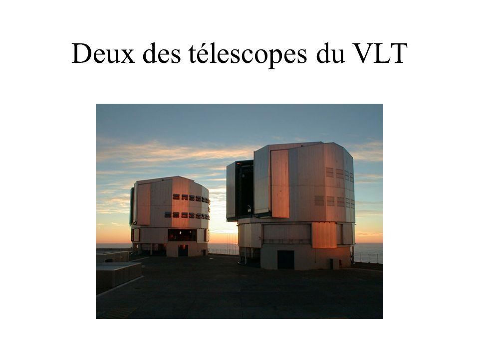 Deux des télescopes du VLT