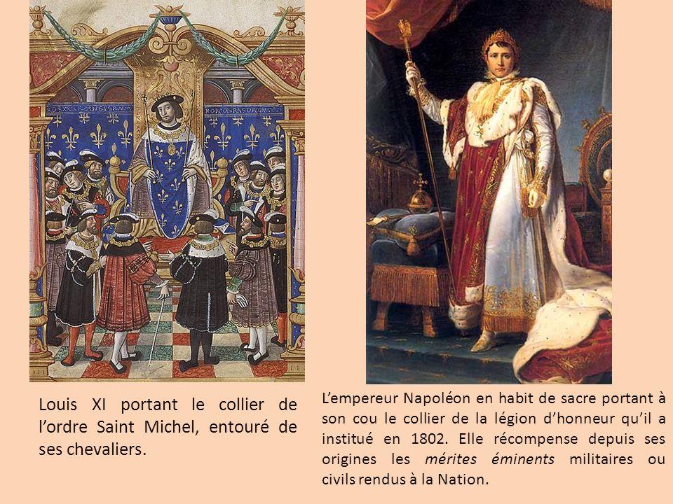 Louis XI portant le collier de lordre Saint Michel, entouré de ses chevaliers. Lempereur Napoléon en habit de sacre portant à son cou le collier de la