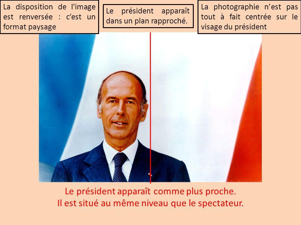 La disposition de l'image est renversée : cest un format paysage Le président apparaît dans un plan rapproché. La photographie n'est pas tout à fait c