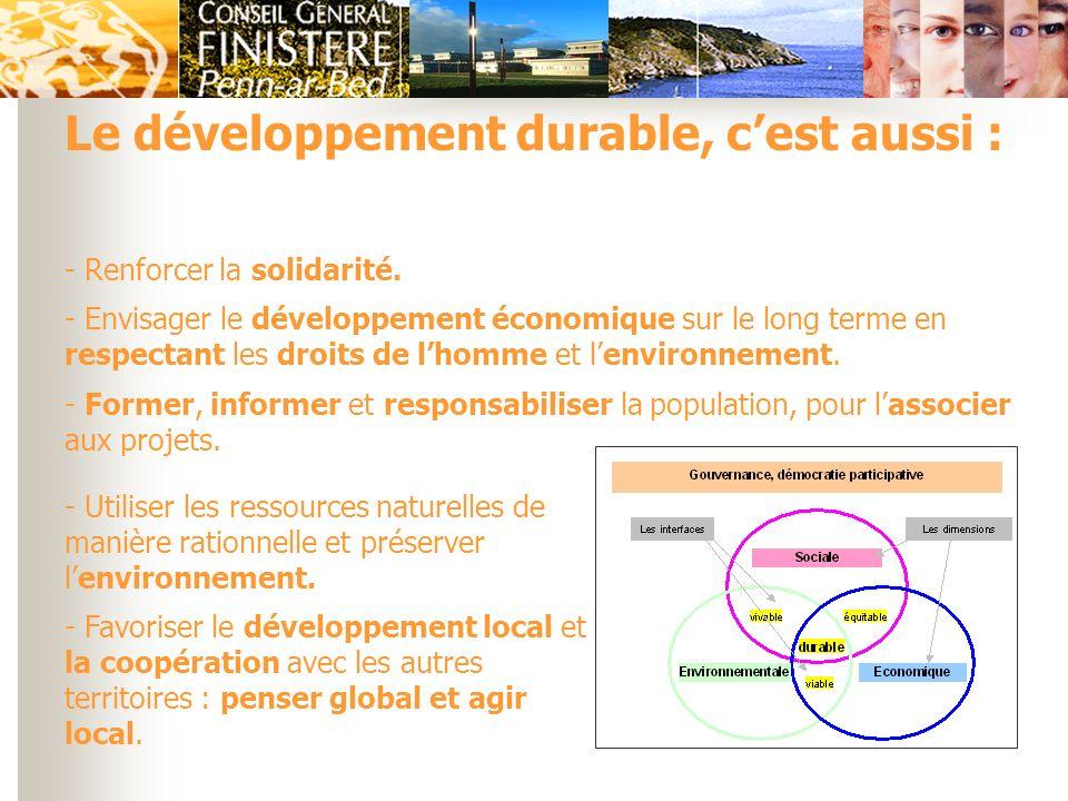 Le développement durable, cest aussi : - Renforcer la solidarité. - Envisager le développement économique sur le long terme en respectant les droits d