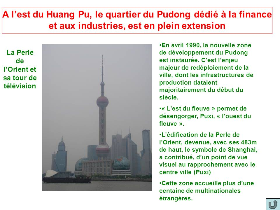 A lest du Huang Pu, le quartier du Pudong dédié à la finance et aux industries, est en plein extension La Perle de lOrient et sa tour de télévision En