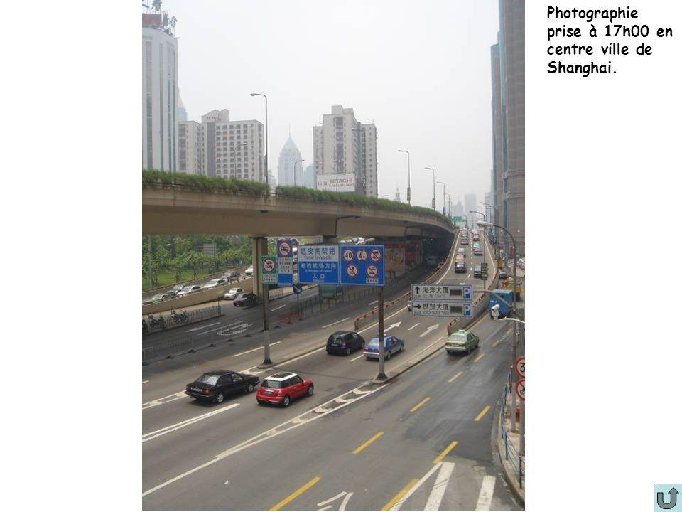Photo 8 Photographie prise à 17h00 en centre ville de Shanghai.