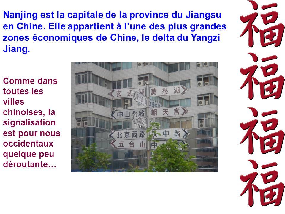 Nanjing est la capitale de la province du Jiangsu en Chine. Elle appartient à lune des plus grandes zones économiques de Chine, le delta du Yangzi Jia