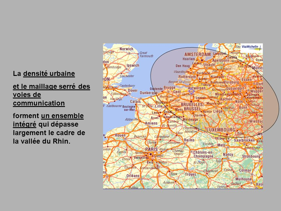 La densité urbaine et le maillage serré des voies de communication forment un ensemble intégré qui dépasse largement le cadre de la vallée du Rhin.