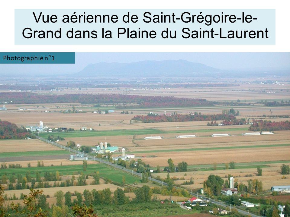Vue aérienne de Saint-Grégoire-le- Grand dans la Plaine du Saint-Laurent Photographie n°1