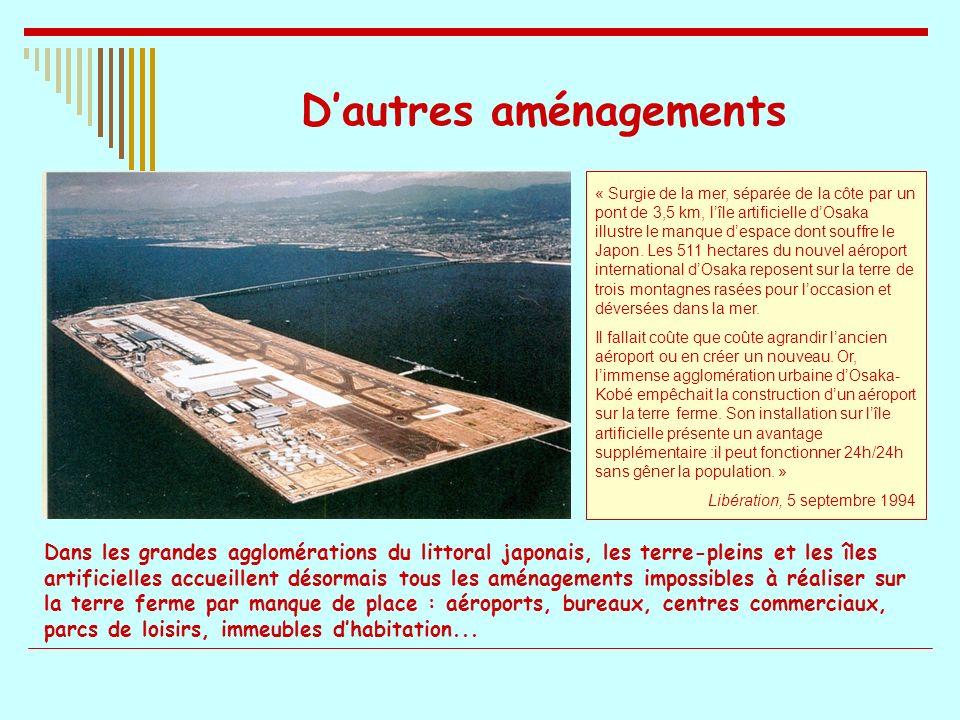 Dautres aménagements « Surgie de la mer, séparée de la côte par un pont de 3,5 km, lîle artificielle dOsaka illustre le manque despace dont souffre le