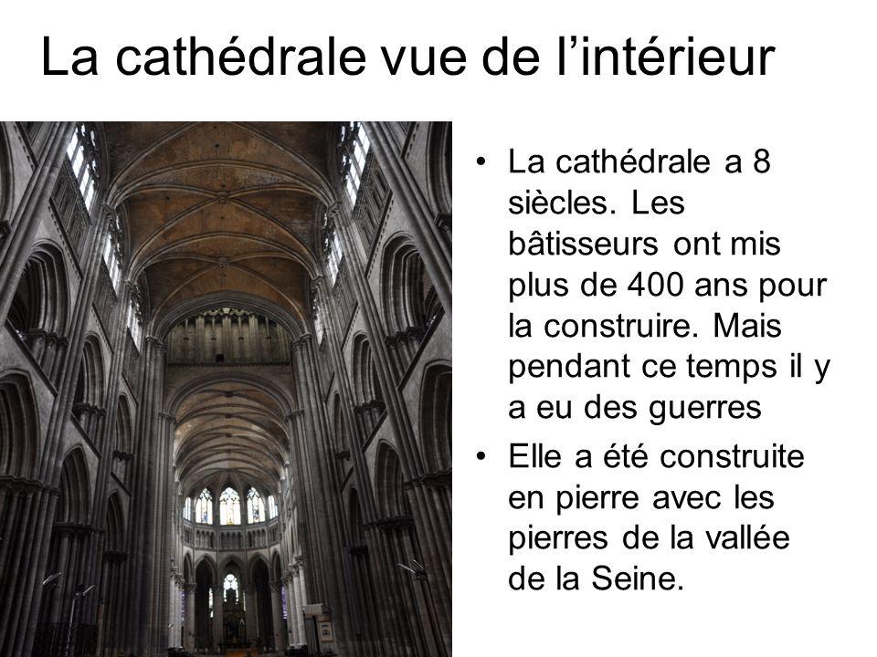 La cathédrale vue de lintérieur La cathédrale a 8 siècles.