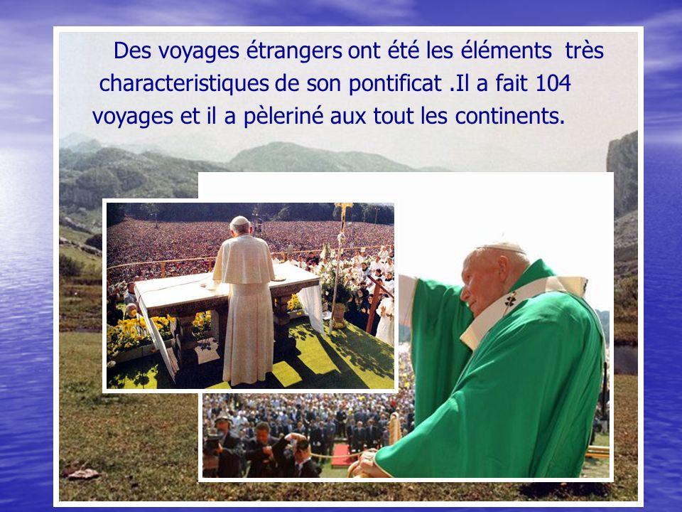 Des voyages étrangers ont été les éléments très characteristiques de son pontificat.Il a fait 104 voyages et il a pèleriné aux tout les continents.