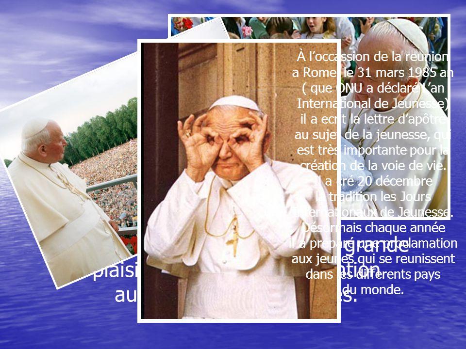 Jean Paul II a été après 455 ans le prémier évêque de Rome qui na pas été dorigine italienne.