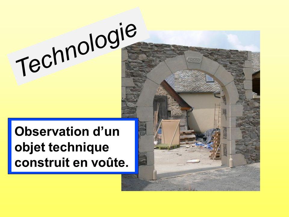 Technologie Observation dun objet technique construit en voûte.