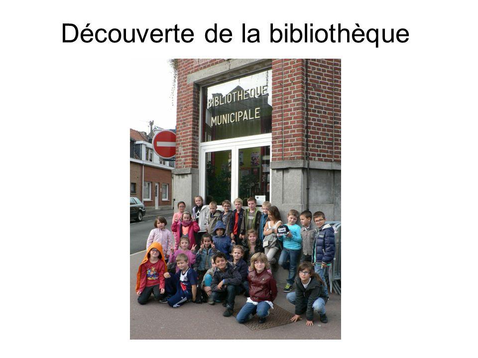 Pour commencer, nous sommes montés à létage et Nathalie, la bibliothécaire nous a accueilli.