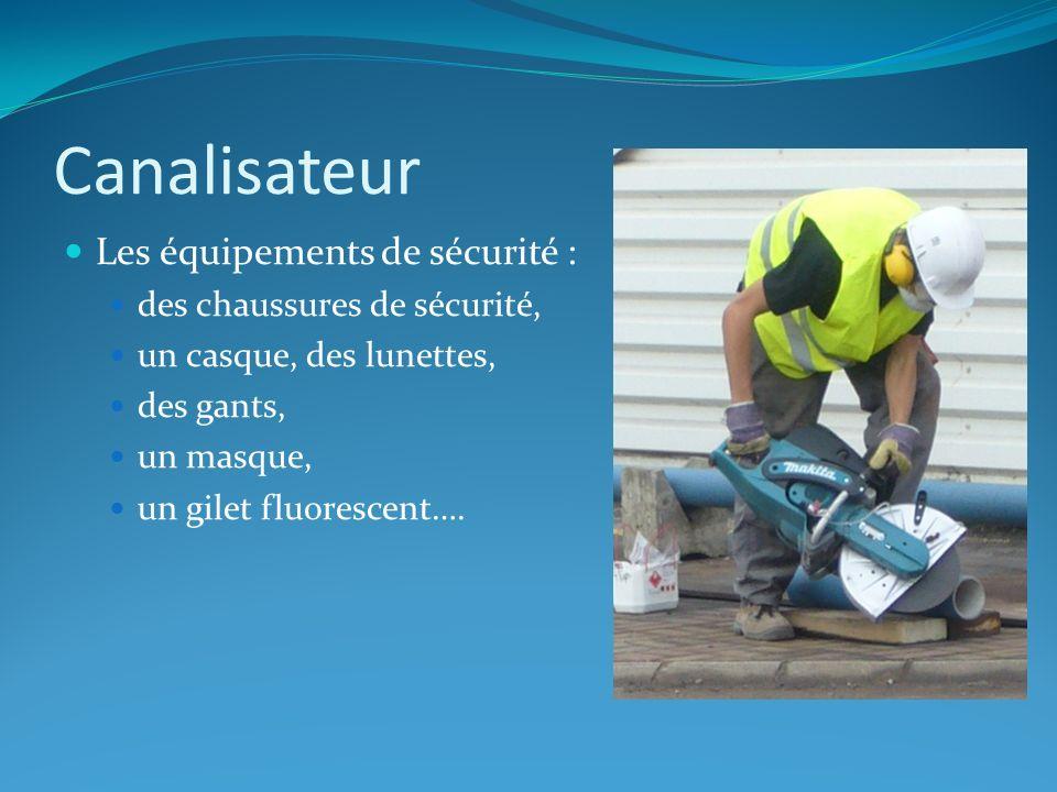 Canalisateur Les équipements de sécurité : des chaussures de sécurité, un casque, des lunettes, des gants, un masque, un gilet fluorescent….