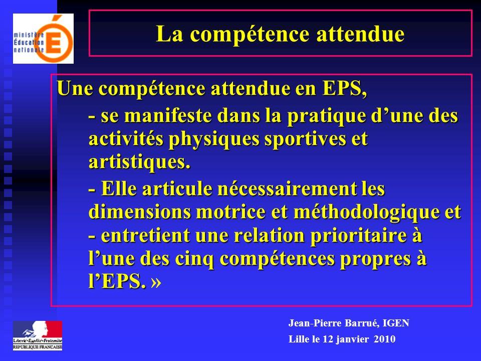 La compétence attendue Une compétence attendue en EPS, - se manifeste dans la pratique dune des activités physiques sportives et artistiques. - se man