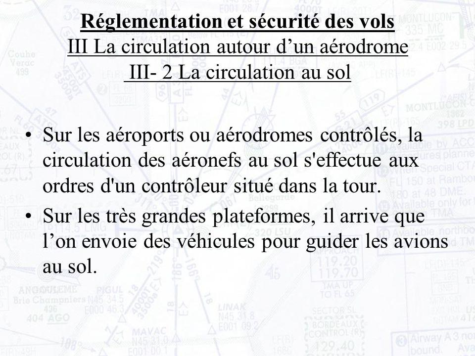 Sur les aéroports ou aérodromes contrôlés, la circulation des aéronefs au sol s effectue aux ordres d un contrôleur situé dans la tour.