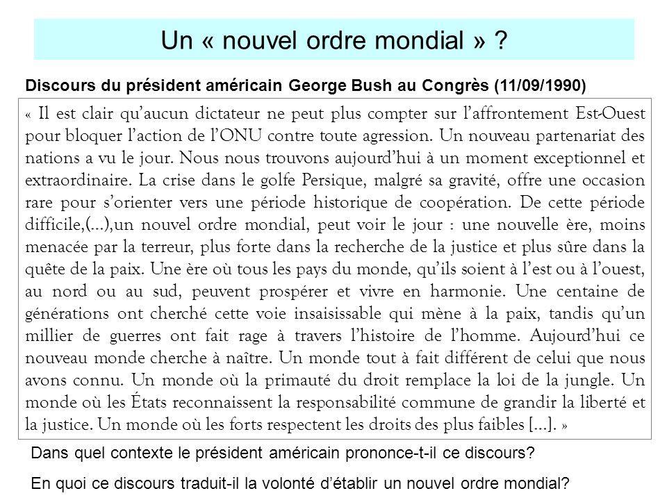 Une hégémonie affichée, souhaitée CLINTON (1993 à 2001): démocrate, politique de lenlargement -Etats-Unis doivent tenir leur place dans les affaires internationales mais le moins possible par la force militaire.