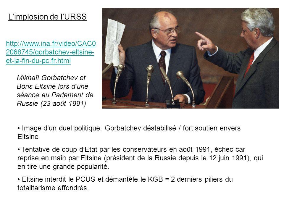 Limplosion de lURSS http://www.ina.fr/video/CAC0 2068745/gorbatchev-eltsine- et-la-fin-du-pc.fr.html Mikhaïl Gorbatchev et Boris Eltsine lors dune séance au Parlement de Russie (23 août 1991) Image dun duel politique.