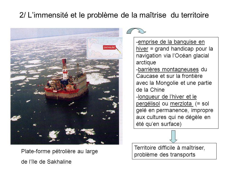 2/ Limmensité et le problème de la maîtrise du territoire Plate-forme pétrolière au large de lîle de Sakhaline -emprise de la banquise en hiver = gran