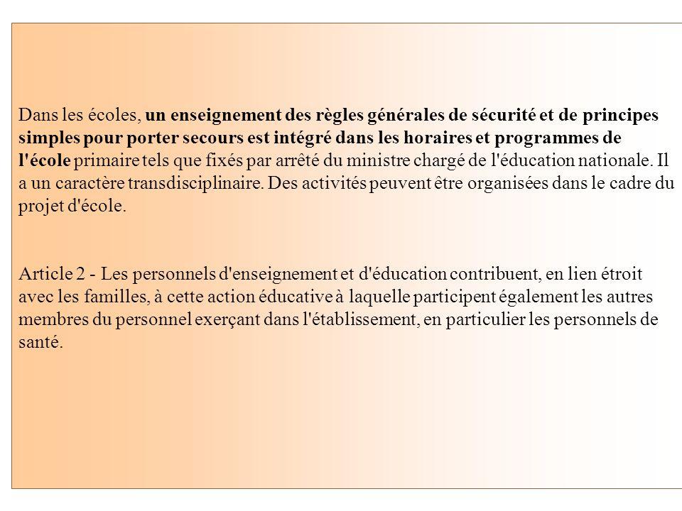 . Article 1 - Dans les établissements scolaires publics et privés sous contrat sont assurés une sensibilisation à la prévention des risques et aux mis