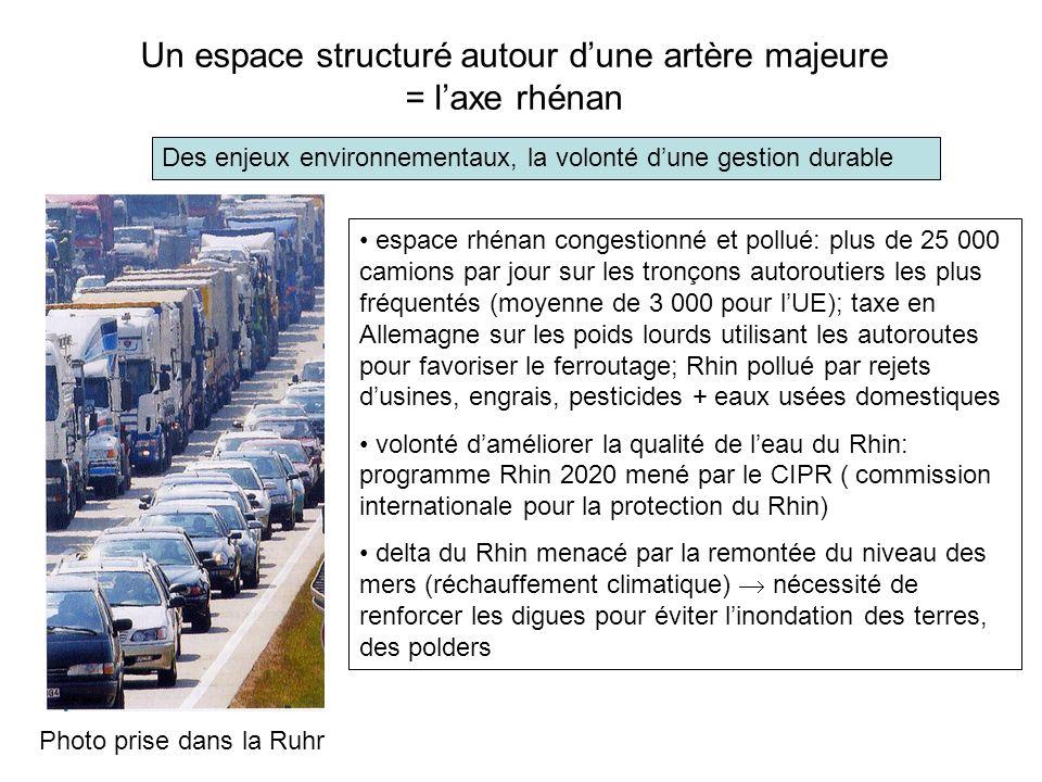 Un espace structuré autour dune artère majeure = laxe rhénan Des enjeux environnementaux, la volonté dune gestion durable Photo prise dans la Ruhr esp