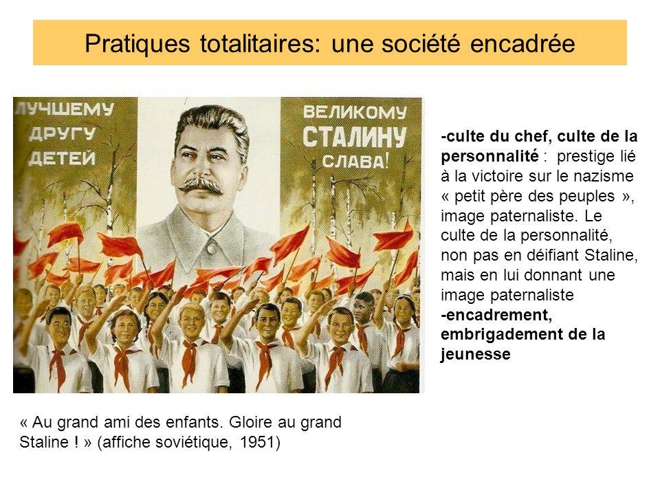 Pratiques totalitaires: omniprésence de la propagande Staline bien-aimé est le bonheur du peuple Pas de rapport de force mais un rapport de familiarité et daffection réciproque entre le chef et la foule: applaudissements affectueux de la masse auxquels répond Staline Tous incarnent un projet émancipateur: doù leur joie.