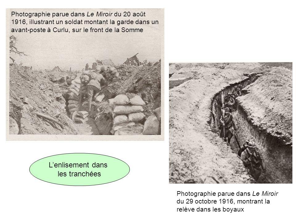 Photographie parue dans Le Miroir du 20 août 1916, illustrant un soldat montant la garde dans un avant-poste à Curlu, sur le front de la Somme Photogr