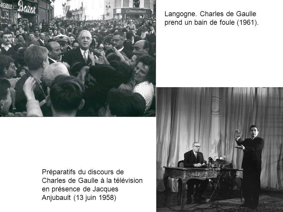 Langogne. Charles de Gaulle prend un bain de foule (1961). Préparatifs du discours de Charles de Gaulle à la télévision en présence de Jacques Anjubau