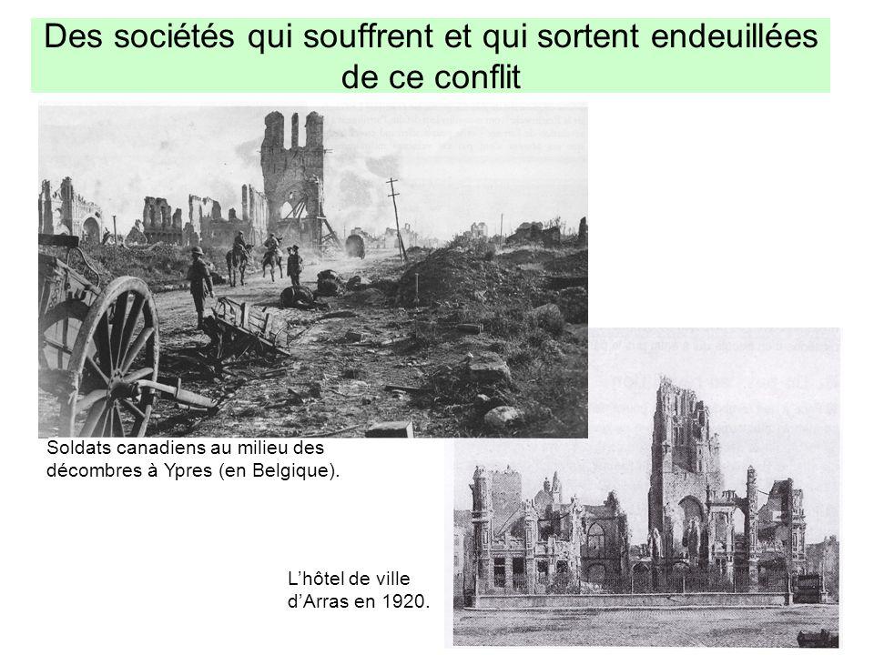 Des sociétés qui souffrent et qui sortent endeuillées de ce conflit Soldats canadiens au milieu des décombres à Ypres (en Belgique). Lhôtel de ville d