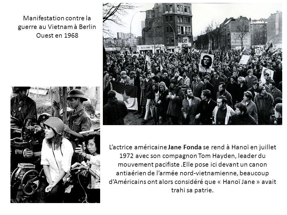 Manifestation contre la guerre au Vietnam à Berlin Ouest en 1968 Lactrice américaine Jane Fonda se rend à Hanoï en juillet 1972 avec son compagnon Tom