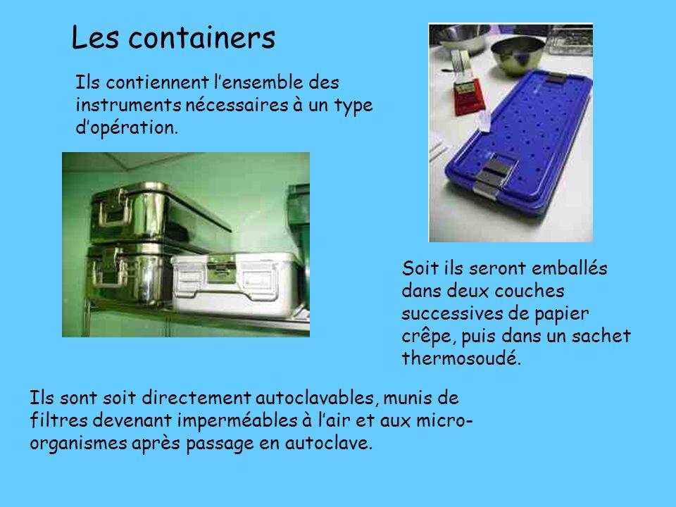 Les emballages Exemple de matériel emballés et thermosoudés, en attente de chargement dans lautoclave. Gaines soudables avec une face en papier et une