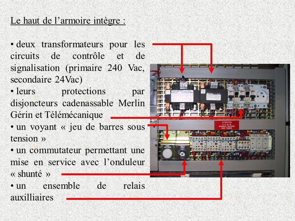 Le haut de larmoire intègre : deux transformateurs pour les circuits de contrôle et de signalisation (primaire 240 Vac, secondaire 24Vac) leurs protec