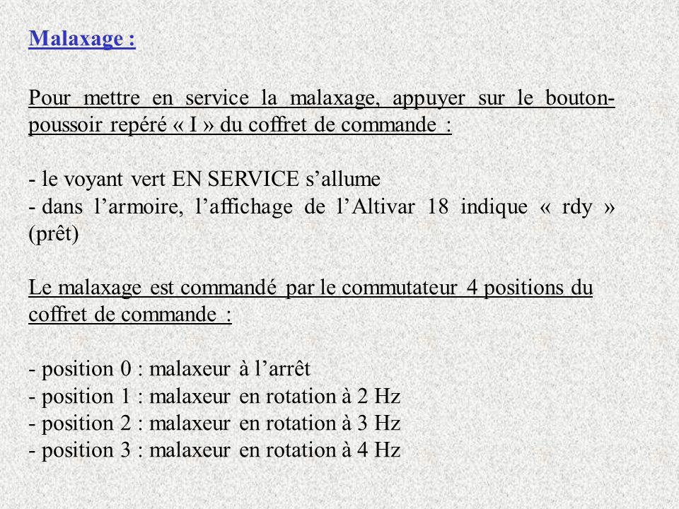 Malaxage : Pour mettre en service la malaxage, appuyer sur le bouton- poussoir repéré « I » du coffret de commande : - le voyant vert EN SERVICE sallu