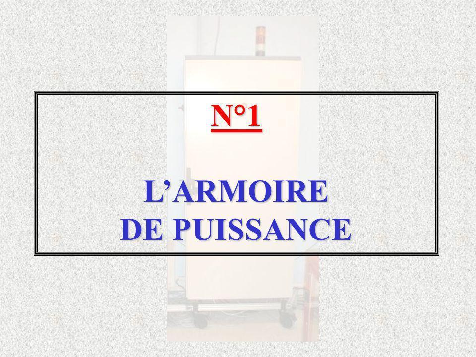 Larmoire comprend : trois départs repérés, un emplacement libre pour câbler un départ supplémentaire, ces départs sont raccordés sur un jeu de barres tétrapolaire.