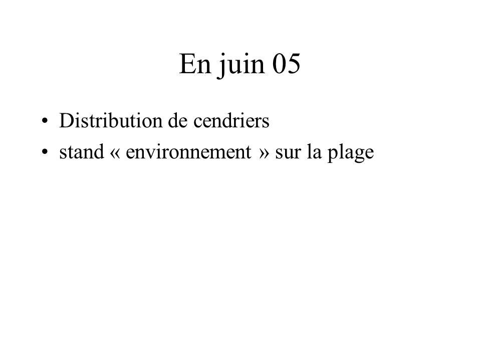 En juin 05 Distribution de cendriers stand « environnement » sur la plage